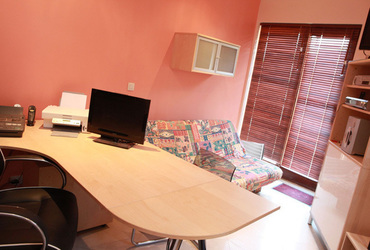 25 sq. m Office (two poeple)